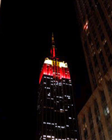 New York's Empire State Building was lit in red and yellow to celebrate the 60th anniversary of the founding of the People's Republic of China